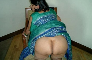Indian Aunty  sari marauding